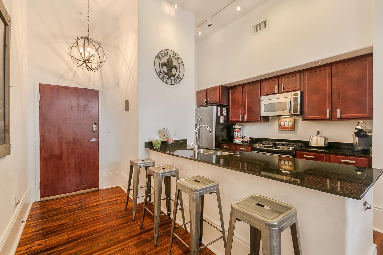 Lower Garden District, Condo, 2 beds, 2.0 baths, $2500 per month New Orleans Rental - devie image_0