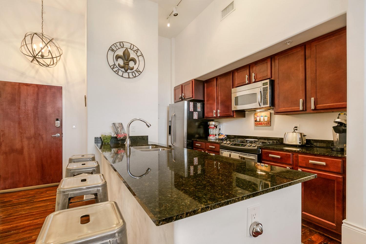 Lower Garden District, Condo, 2 beds, 2.0 baths, $2500 per month New Orleans Rental - devie image_1