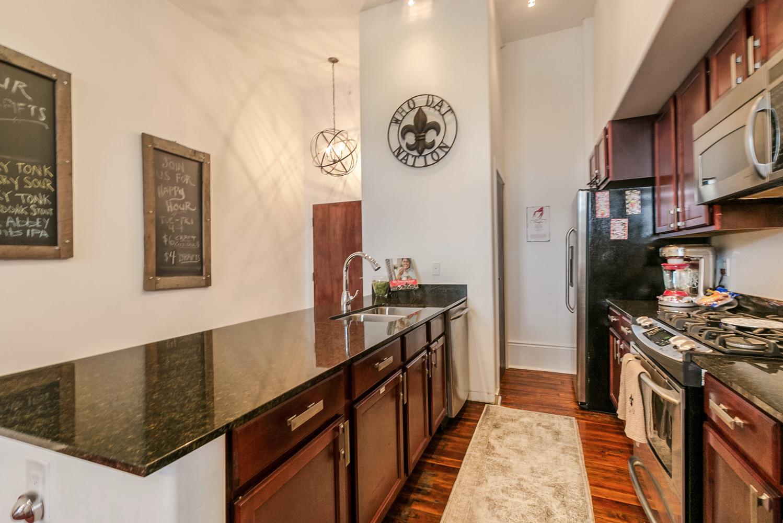 Lower Garden District, Condo, 2 beds, 2.0 baths, $2500 per month New Orleans Rental - devie image_3