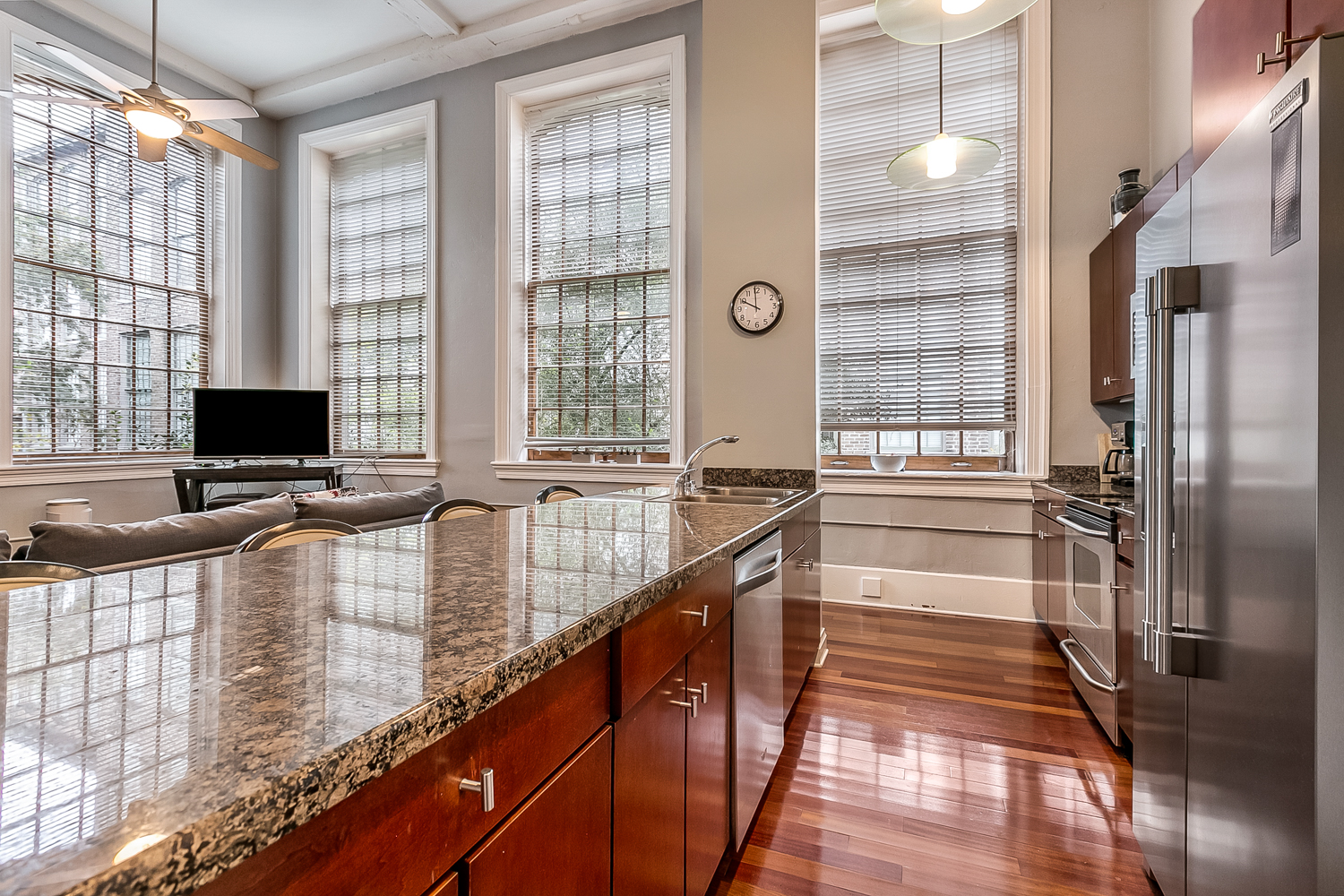 CBD/Warehouse District/South Market, Condo, 3 beds, 2.0 baths, $5000 per month New Orleans Rental - devie image_4