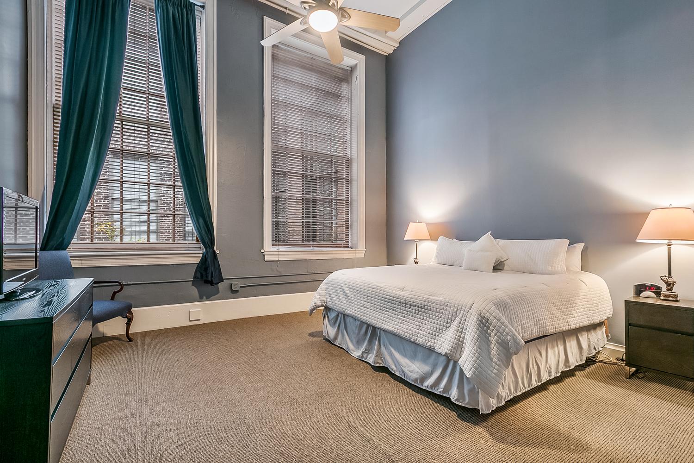 CBD/Warehouse District/South Market, Condo, 3 beds, 2.0 baths, $5000 per month New Orleans Rental - devie image_6
