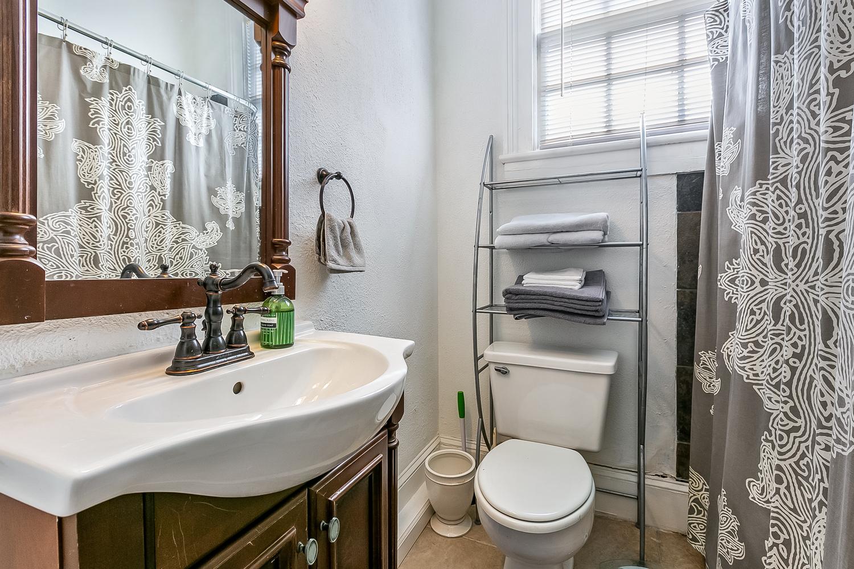 Garden District, Condo, 2 beds, 1.5 baths, $2300 per month New Orleans Rental - devie image_9