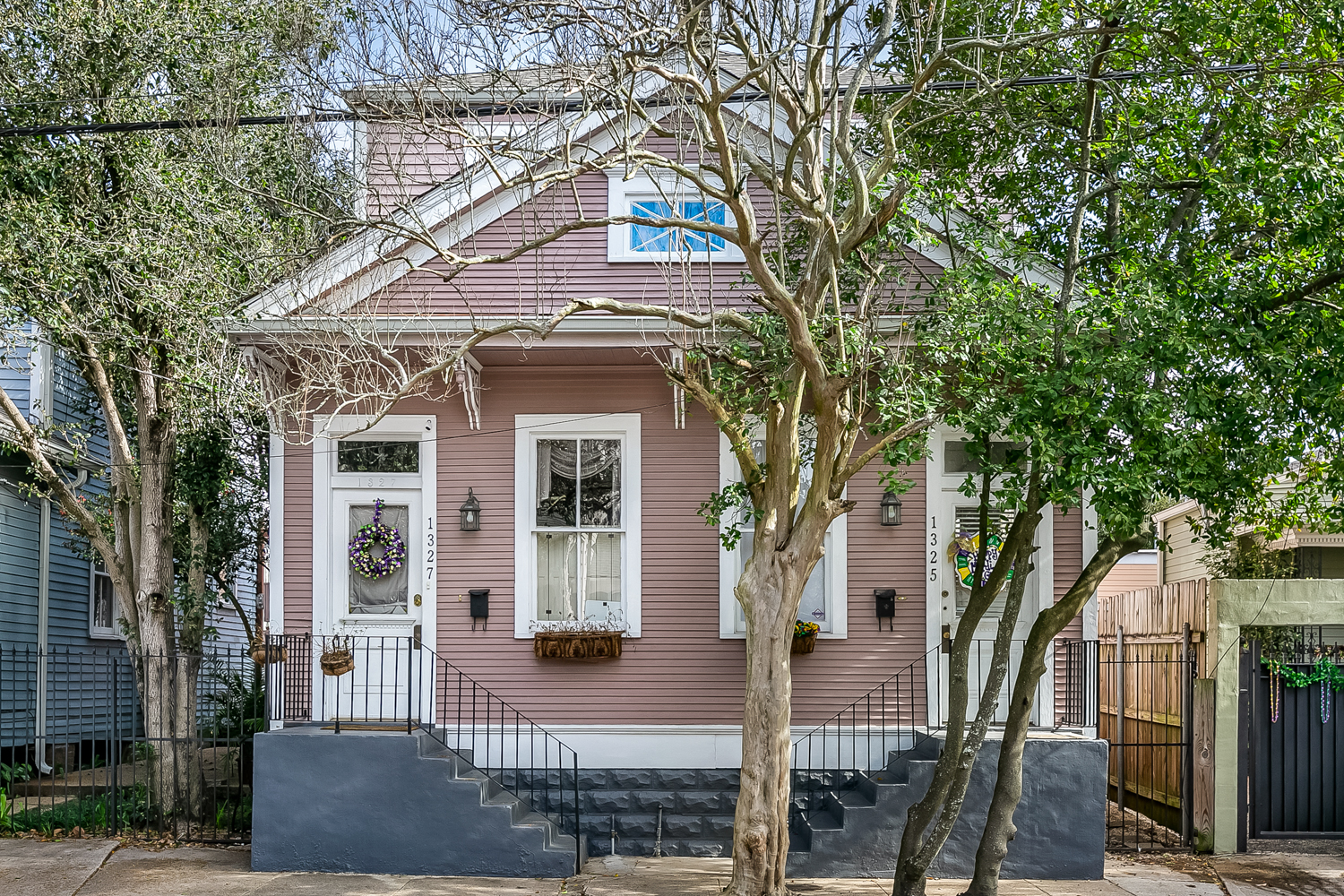 Location! Location! Location! 2 bedroom, 1 1/2 bath Garden District Furnished rental.  Walk to Magazine to restaurants, grocery stores, drugstore, coffee shops, retail shops. Close to Downtown & the French Quarter, 2 blocks from the Street Car and 3 blocks from Magazine!