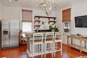 Uptown, Apartment, 2 beds, 1.0 baths, $3250 per month New Orleans Rental - devie image_1