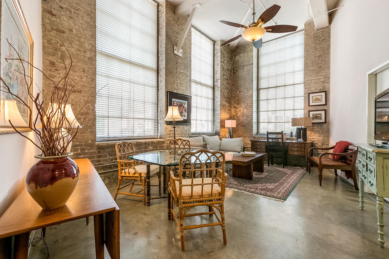 CBD/Warehouse District/South Market, Condo, 2 beds, 2.0 baths, $3600 per month New Orleans Rental - devie image_0