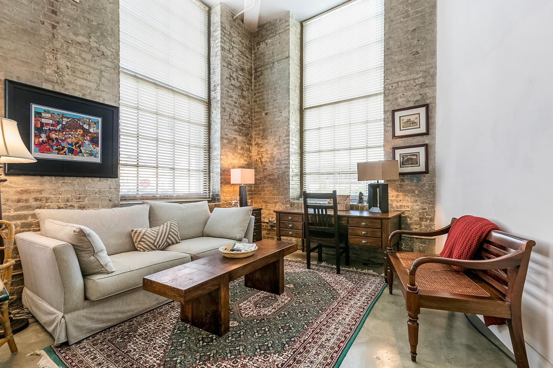 CBD/Warehouse District/South Market, Condo, 2 beds, 2.0 baths, $3600 per month New Orleans Rental - devie image_1