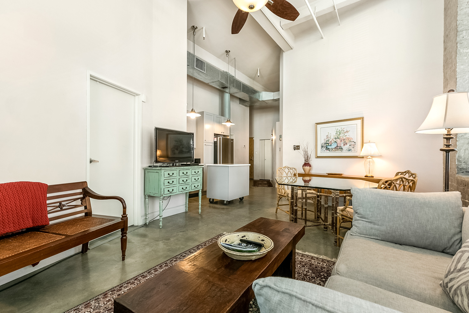 CBD/Warehouse District/South Market, Condo, 2 beds, 2.0 baths, $3600 per month New Orleans Rental - devie image_2