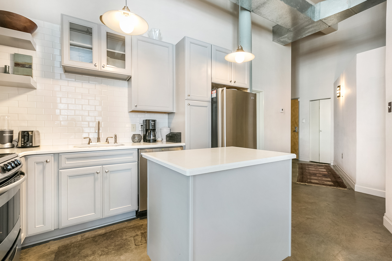 CBD/Warehouse District/South Market, Condo, 2 beds, 2.0 baths, $3600 per month New Orleans Rental - devie image_3