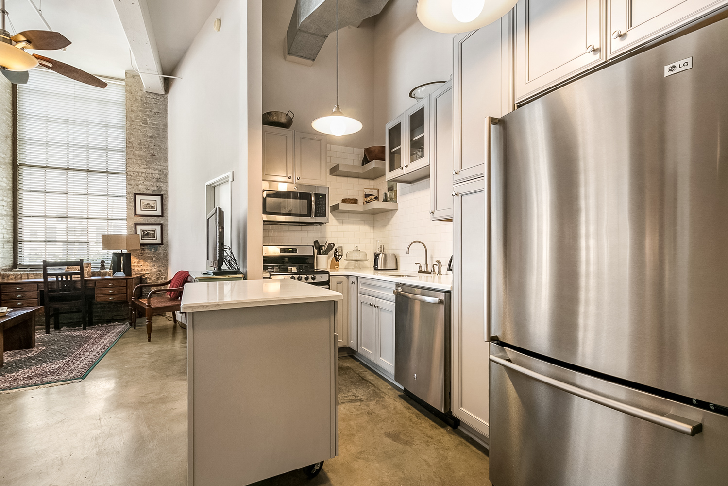 CBD/Warehouse District/South Market, Condo, 2 beds, 2.0 baths, $3600 per month New Orleans Rental - devie image_5