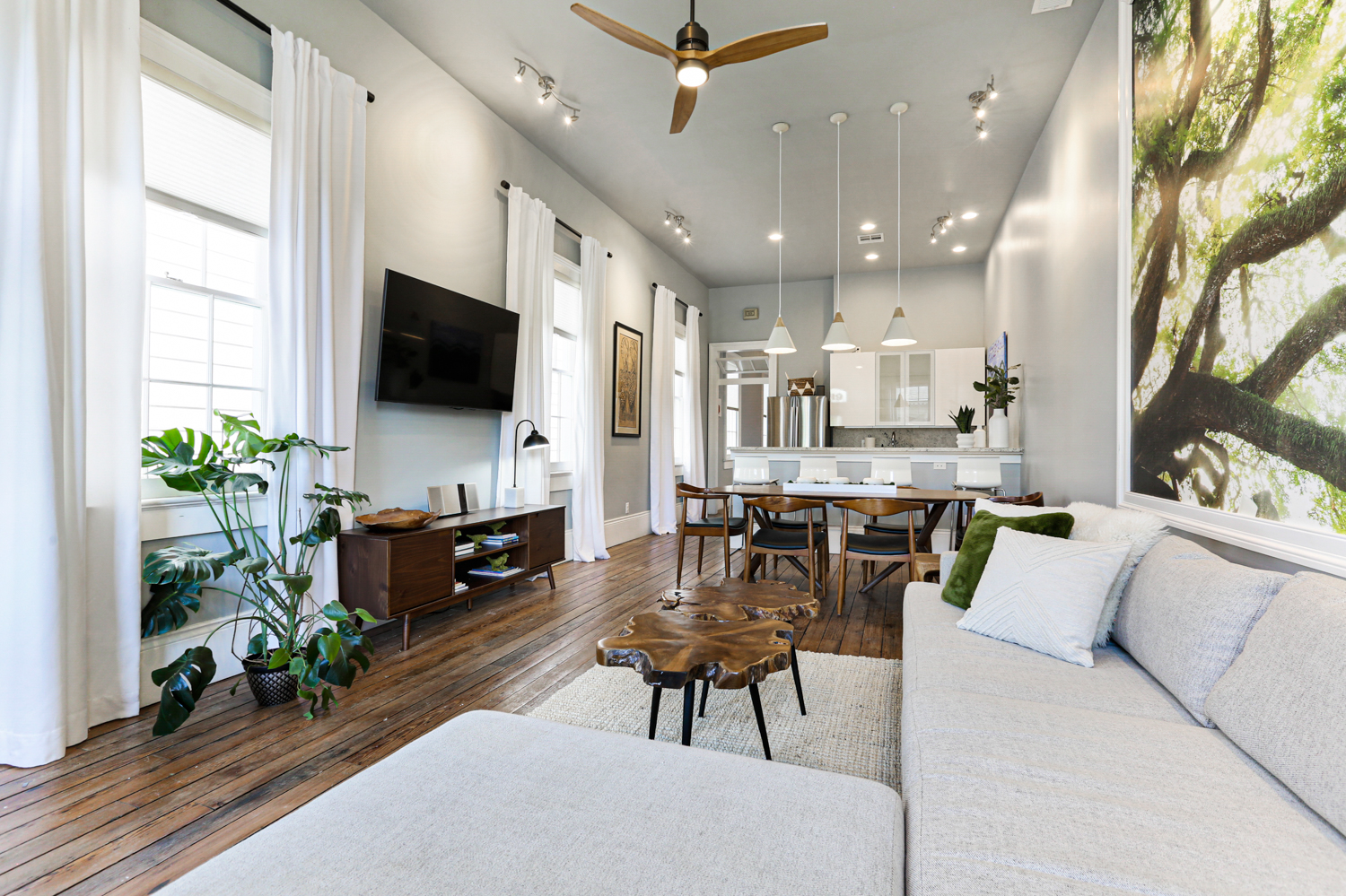 Uptown, Apartment, 2 beds, 2.0 baths, $4000 per month New Orleans Rental - devie image_1
