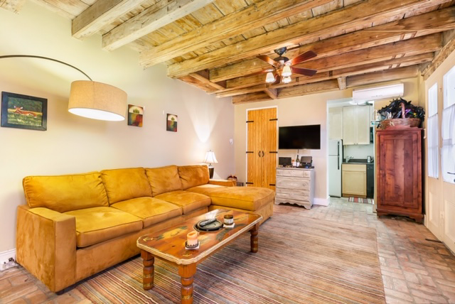 French Quarter, Condo, 1 beds, 1.0 baths, $1500 per month New Orleans Rental - devie image_1