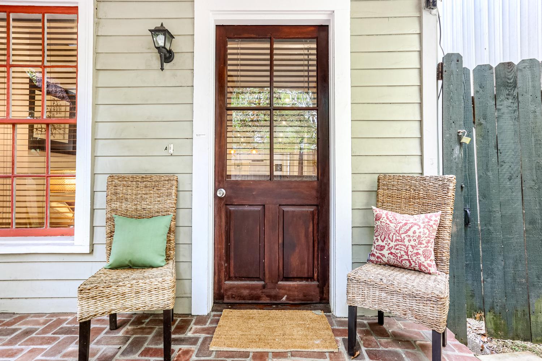 Lower Garden District, Condo, 2 beds, 1.0 baths, $2500 per month New Orleans Rental - devie image_1